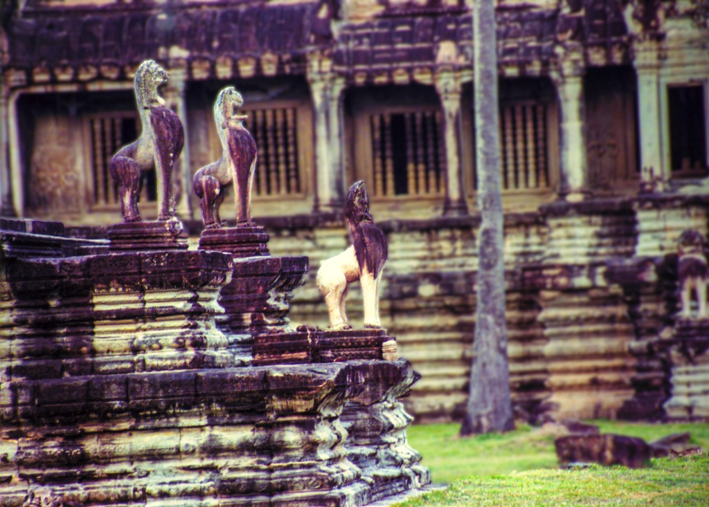 Sculptures at Angkor Wat clr